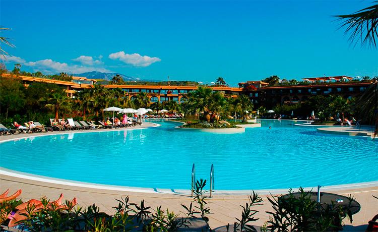 piscina-e-spiaggia-750-460